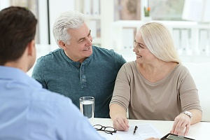 a older couple learning What Are The Objectives Of Financial Planning