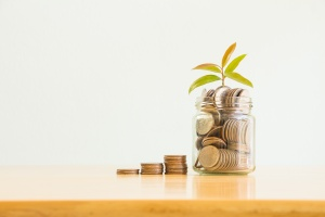 Finance saving in a glass after knowing the factors affecting financial planning