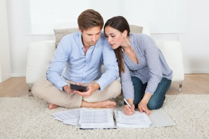 couple finding out what are the factors affecting financial planning