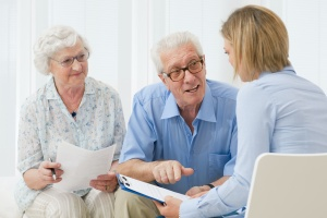 elderly couple learning about how to plan their retirement goals