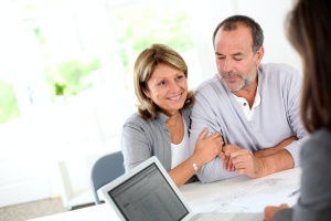 senior couple working with a advisor to learn about retirement income planning