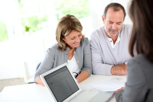 senior couple working with a advisor to plan their retirement goals