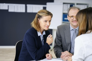 wealth manager explaining to a couple the difference between financial advisor and wealth manager